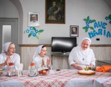 Visite guidate: Santa o sgualdrina — Essere donna in Italia